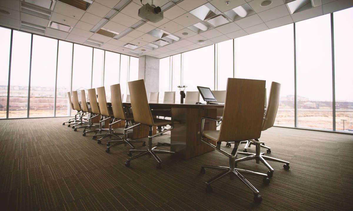 foto di restyling totale sala riunioni ufficio