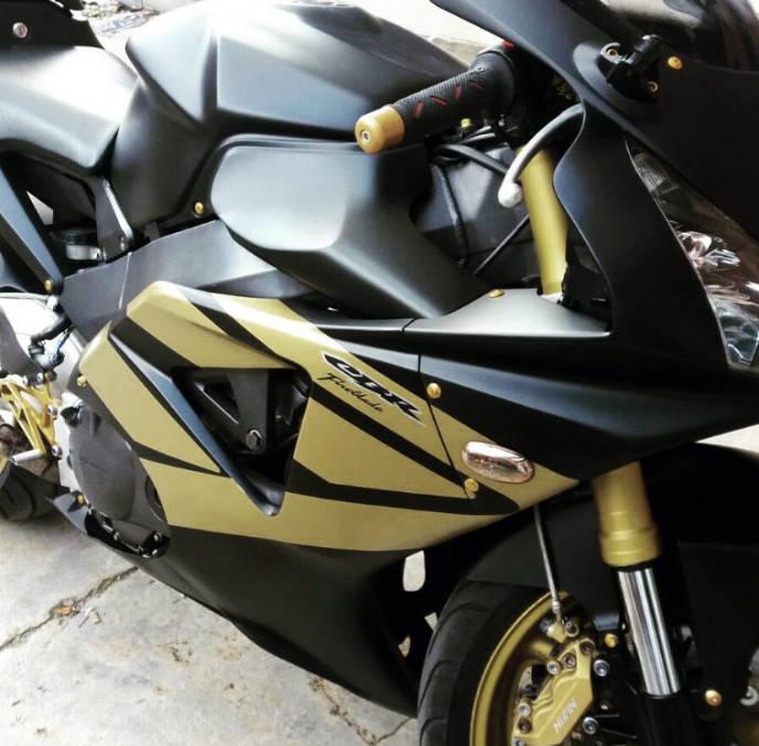 wrapping motoveicolo con inserti oro