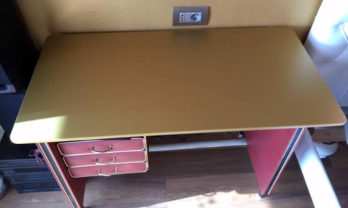 rivestimento scrivania con pellicola oro