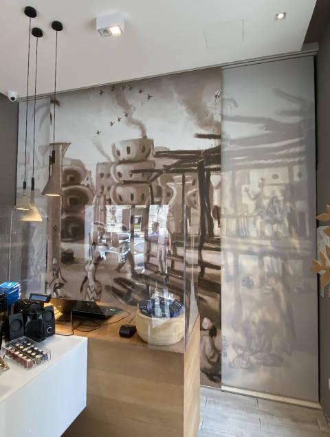murale digitale brandizzata su vetrata interna