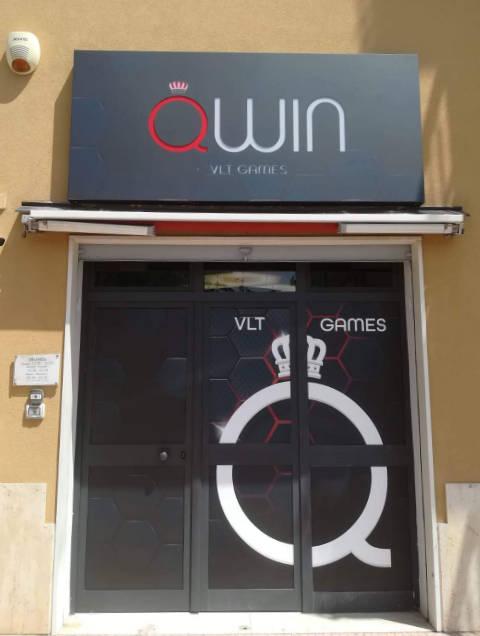 vetrofania agenzia qwin